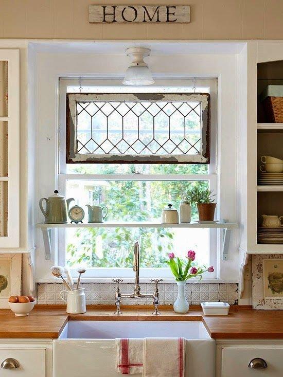 Фотография: Кухня и столовая в стиле Прованс и Кантри, Перепланировка, хранение на кухне – фото на INMYROOM