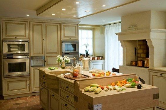 Фотография: Кухня и столовая в стиле Прованс и Кантри, Дом, Дома и квартиры, Прованс, Бассейн – фото на INMYROOM