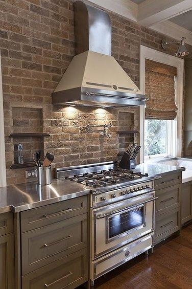 Фотография: Кухня и столовая в стиле Прованс и Кантри, Декор интерьера, Дом, Декор дома, Плитка, Мозаика, Кухонный фартук – фото на INMYROOM