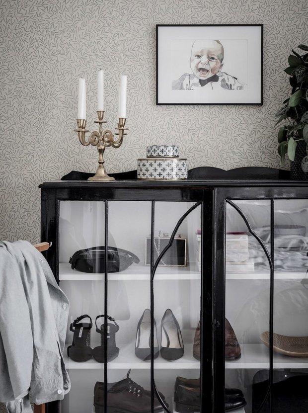 Фотография: Спальня в стиле Современный, Скандинавский, Декор интерьера, Квартира, Швеция, Белый, Черный, Стокгольм, ИКЕА, хранение вещей, хранение в ванной комнате, 3 комнаты, 60-90 метров – фото на INMYROOM