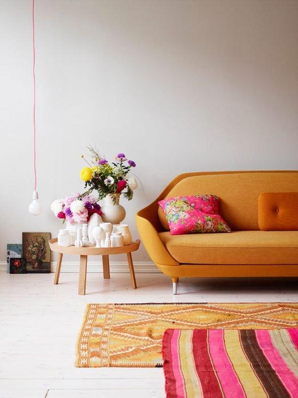 Фотография: Гостиная в стиле Скандинавский, Современный, Эклектика, Декор интерьера, Дизайн интерьера, Цвет в интерьере, Оранжевый – фото на InMyRoom.ru