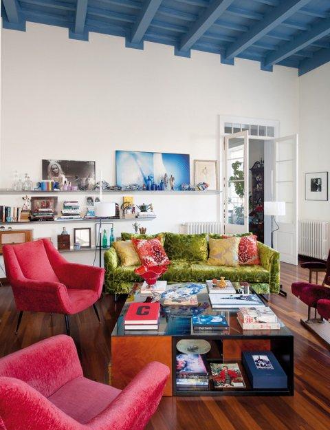 Фотография: Гостиная в стиле Прованс и Кантри, Дома и квартиры, Интерьеры звезд, Ретро – фото на INMYROOM