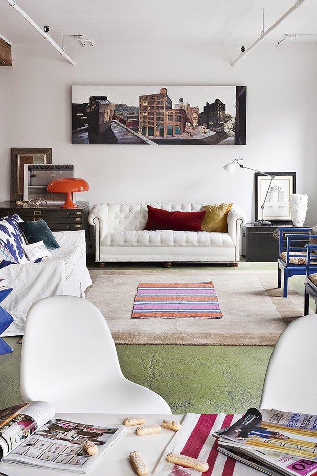 Фотография: Гостиная в стиле Современный, Эклектика, Лофт, Декор интерьера, Квартира, Аксессуары, Мебель и свет – фото на INMYROOM