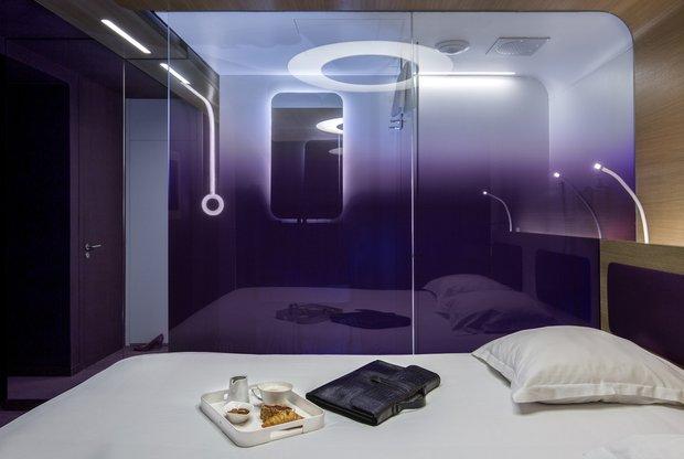 Фотография: Спальня в стиле Хай-тек, Декор интерьера, Париж, Жан Луи Денио, Ора Ито – фото на INMYROOM