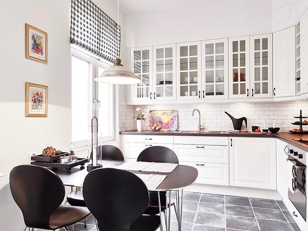 Фотография: Кухня и столовая в стиле Классический, Скандинавский, Современный, Малогабаритная квартира, Квартира, Швеция, Цвет в интерьере, Дома и квартиры, Белый, Гетеборг – фото на INMYROOM