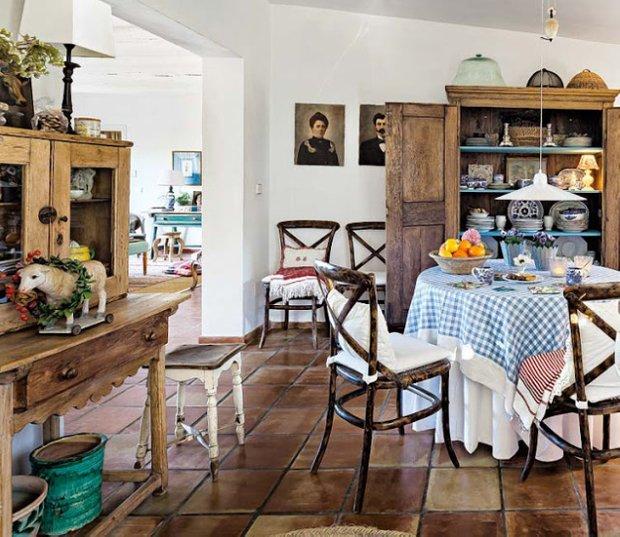 Фотография: Кухня и столовая в стиле Прованс и Кантри, Эклектика, Дом, Франция, Дома и квартиры, Деревенский, Марокканский – фото на INMYROOM