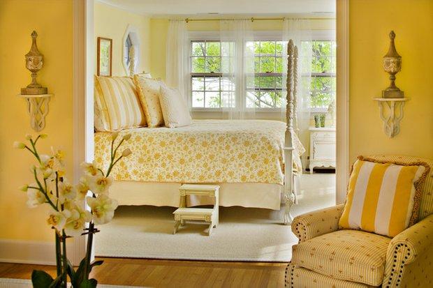 Фотография: Спальня в стиле , Декор интерьера, Дизайн интерьера, Цвет в интерьере, Желтый – фото на InMyRoom.ru
