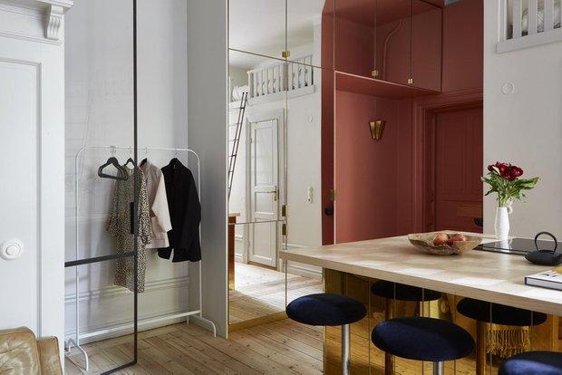 Фотография: Прихожая в стиле Эклектика, Скандинавский, Декор интерьера, Малогабаритная квартира, Квартира, Студия, Швеция, Стокгольм – фото на INMYROOM