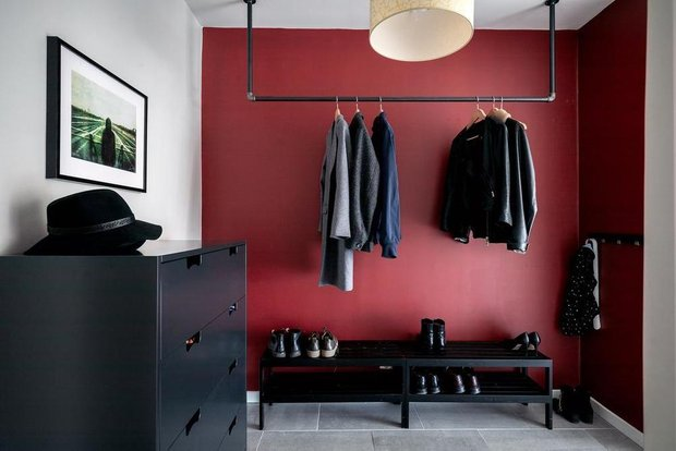 Фотография: Прихожая в стиле Скандинавский, Классический, Декор интерьера, Квартира, Швеция, Белый, Красный, Серый, 2 комнаты, Более 90 метров – фото на INMYROOM
