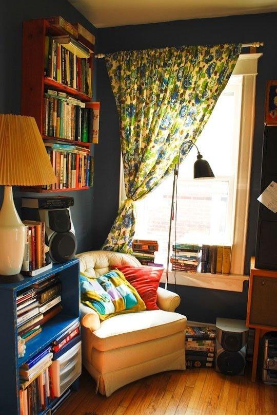 Фотография: Мебель и свет в стиле Прованс и Кантри, Хранение, Стиль жизни, Советы, Мансарда, Подоконник – фото на INMYROOM