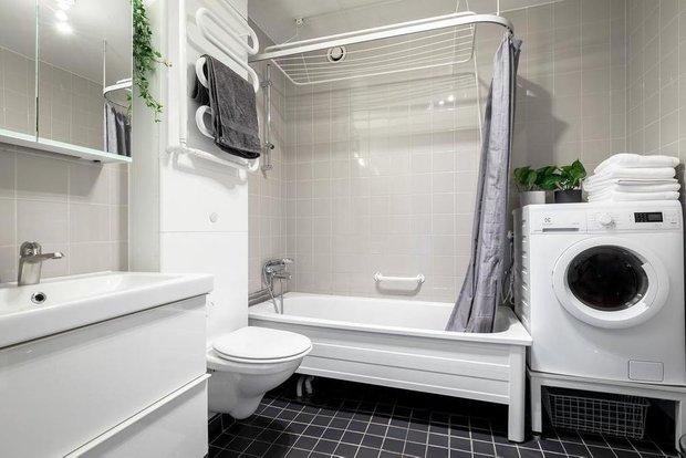 Фотография: Ванная в стиле Скандинавский, Классический, Декор интерьера, Квартира, Швеция, Белый, Красный, Серый, 2 комнаты, Более 90 метров – фото на INMYROOM