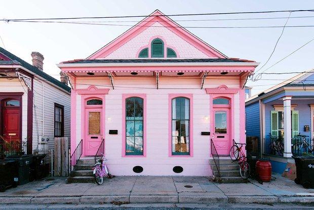 Фотография: Архитектура в стиле , Эклектика, Декор интерьера, Дом, США, Розовый, как обустроить съемную квартиру, как улучшить интерьер съемной квартиры, декор съемной квартиры, яркий интерьер, Новый Орлеан – фото на INMYROOM