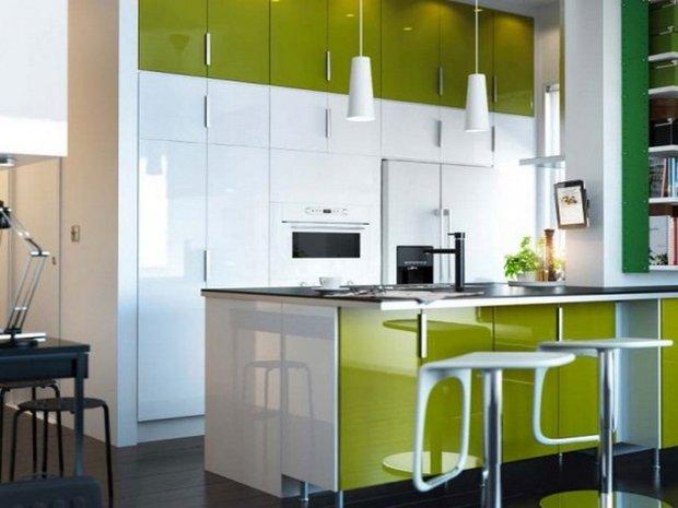 Фотография: Кухня и столовая в стиле Хай-тек, Малогабаритная квартира, Интерьер комнат – фото на INMYROOM