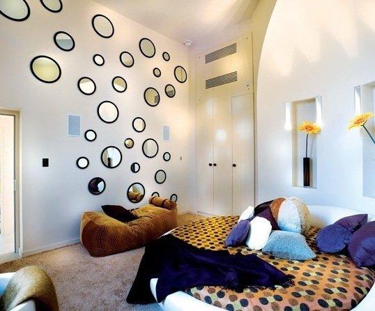 Фотография: Спальня в стиле Современный, Декор интерьера, DIY, Цвет в интерьере, Стиль жизни, Советы, Белый, Зеркала – фото на INMYROOM