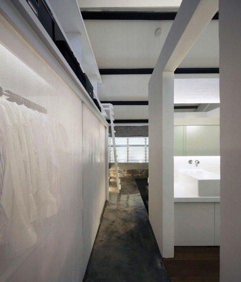 Фотография: Ванная в стиле Минимализм, Квартира, Дома и квартиры, Лестница – фото на INMYROOM