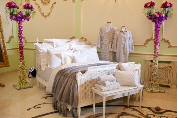 Фотография: Спальня в стиле Классический, Современный, Текстиль, Индустрия, События, Плед – фото на INMYROOM