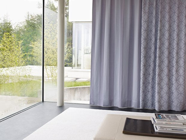 Фотография: Спальня в стиле Современный, Цвет в интерьере, Стиль жизни, Советы, Ткани, Галерея Арбен, Шторы, Окна – фото на INMYROOM