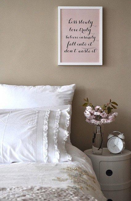 Фотография: Спальня в стиле Прованс и Кантри, Современный, Декор интерьера, Текстиль, Подушки, Шторы – фото на INMYROOM