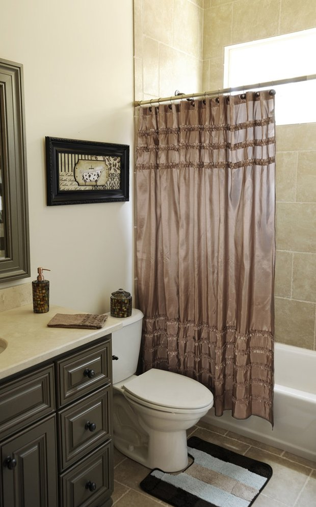Фотография: Ванная в стиле Классический, Современный, Декор интерьера, Текстиль, Подушки, Шторы – фото на INMYROOM