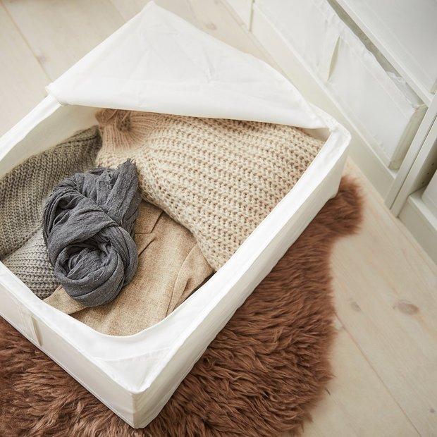 Фотография: Гостиная в стиле Современный, Советы, хранение обуви, хранение сезонных вещей, хранение вещей в малогабаритке, хранение вещей, хранение вещей в квартире, Ольга Кулешова – фото на INMYROOM