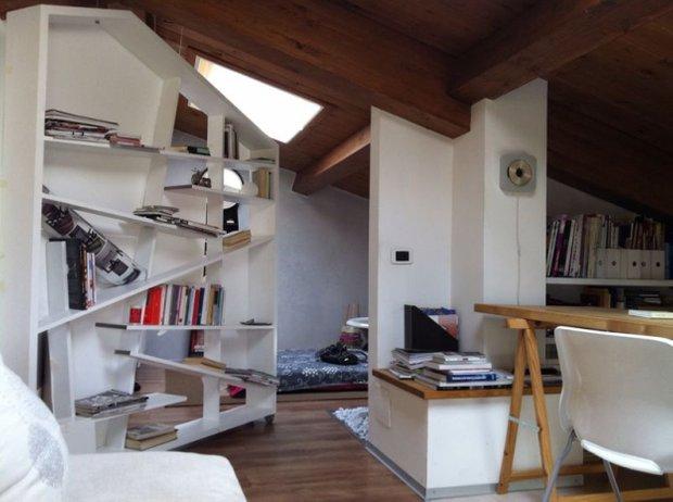 Фотография: Гостиная в стиле Лофт, Малогабаритная квартира, Квартира, Дома и квартиры, Чердак, Мансарда – фото на INMYROOM