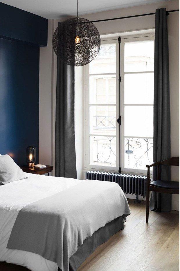Фотография: Спальня в стиле Современный, Эклектика, Декор интерьера, Квартира, Франция, Минимализм, Париж, Синий, 4 и больше, Более 90 метров – фото на INMYROOM