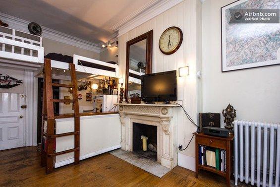 Фотография: Прочее в стиле Прованс и Кантри, Декор интерьера, Квартира, Дом, Декор дома, Airbnb, Камины – фото на INMYROOM