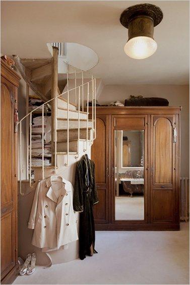 Фотография: Мебель и свет в стиле Прованс и Кантри, Дом, Дома и квартиры, Лестница – фото на INMYROOM