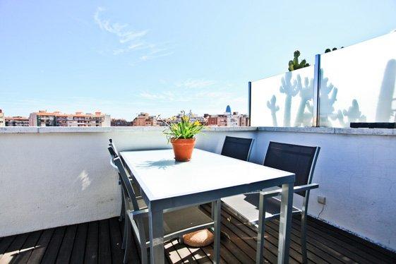 Фотография: Балкон, Терраса в стиле Скандинавский, Современный, Квартира, Цвет в интерьере, Дома и квартиры, Белый, Барселона – фото на INMYROOM