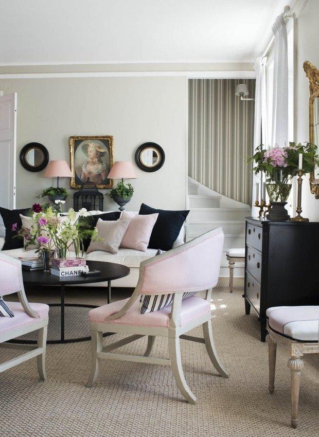 Фотография: Спальня в стиле Классический, Скандинавский, Декор интерьера, Квартира, Черный, Бежевый, Серый, Розовый, бледно-розовый цвет в интерьере, модная палитра в интерьере – фото на INMYROOM