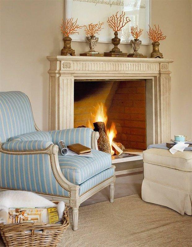 Фотография: Гостиная в стиле Прованс и Кантри, Декор интерьера, Декор, Белый, Зеленый, Бежевый, Синий, Голубой, Оранжевый, Бирюзовый – фото на INMYROOM