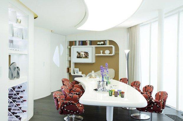 Фотография: Кухня и столовая в стиле Современный, Декор интерьера, Дом, Мебель и свет, Футуризм – фото на INMYROOM