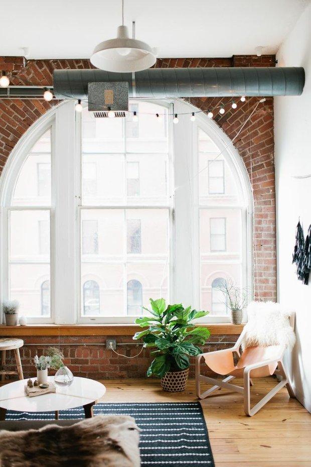Фотография: Гостиная в стиле Лофт, Декор интерьера, Декор дома, Картины, Окна, Пол – фото на INMYROOM