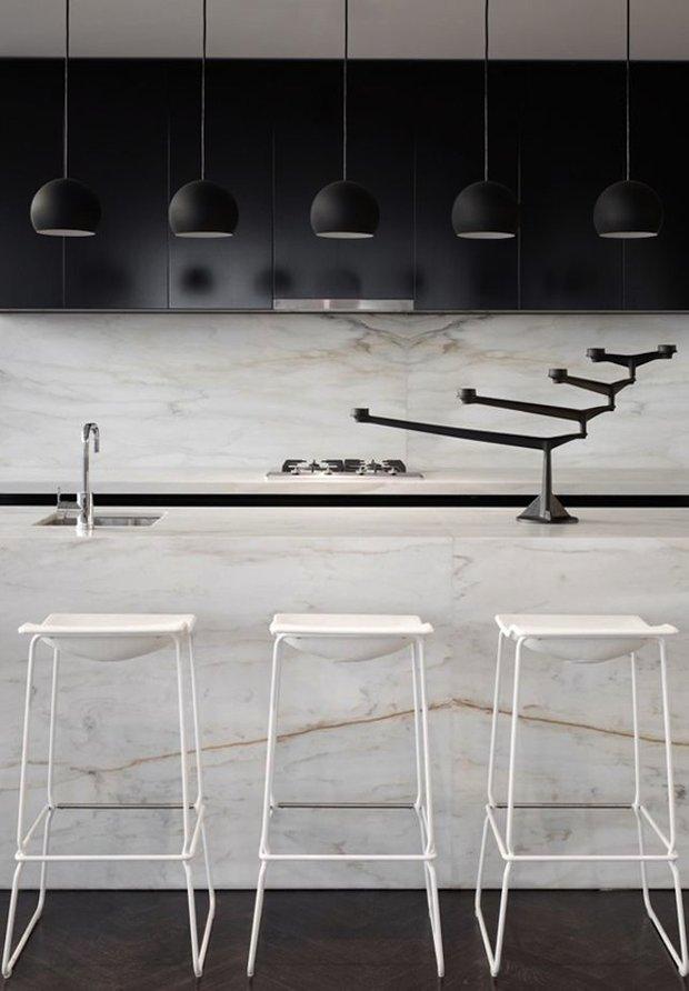 Фотография: Кухня и столовая в стиле Лофт, Интерьер комнат, Цвет в интерьере, Белый – фото на INMYROOM
