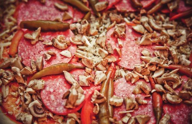 Фотография:  в стиле , Ужин, Перекусить, Основное блюдо, Выпекание, Пицца, Итальянская кухня, Кулинарные рецепты, Тесто, 15 минут, Пришли гости, Закуска перед телевизором, Как приготовить пиццу? – фото на INMYROOM