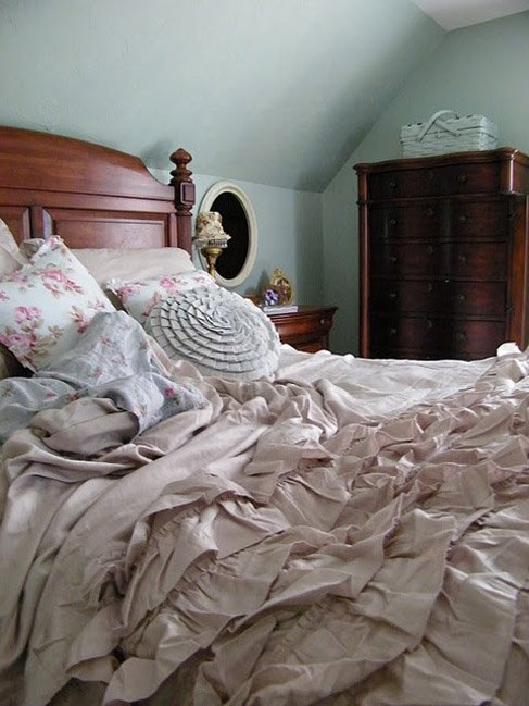 Фотография: Спальня в стиле Прованс и Кантри, Классический, Современный, Декор интерьера, Текстиль, Подушки, Шторы – фото на InMyRoom.ru
