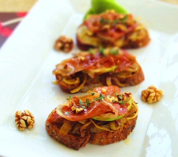Фотография:  в стиле , Обзоры, Закуска, Закуски, Итальянская кухня, Хлеб – фото на INMYROOM