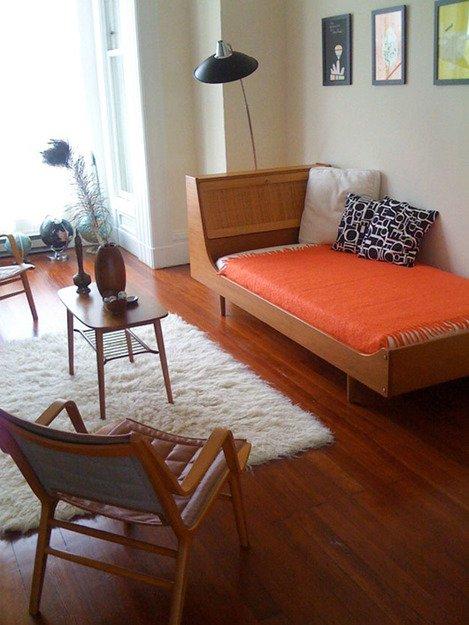 Фотография: Гостиная в стиле Скандинавский, Спальня, Декор интерьера, Интерьер комнат, Кровать – фото на INMYROOM