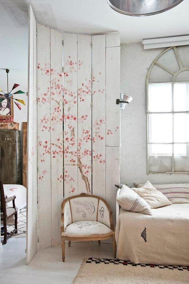 Фотография: Спальня в стиле Прованс и Кантри, Декор интерьера, Зонирование – фото на INMYROOM