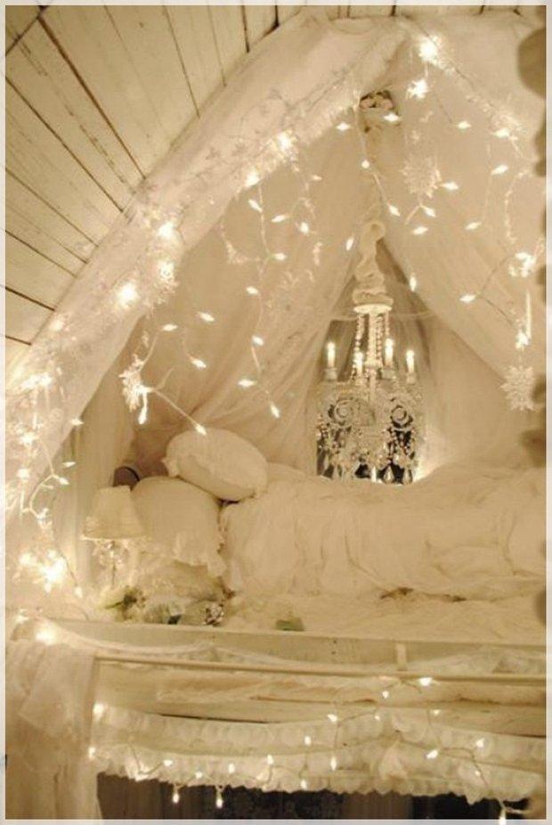 Фотография: Спальня в стиле Прованс и Кантри, Декор интерьера, Декор дома, Праздник, Новый Год, Гирлянда – фото на INMYROOM