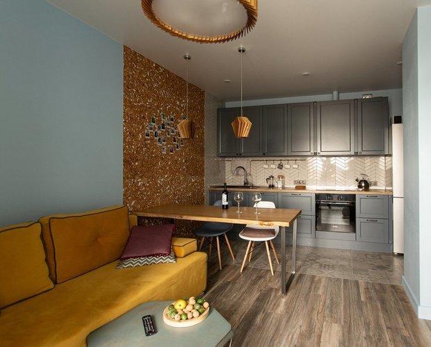 Фотография: Кухня и столовая в стиле Современный, Гостиная, Гид, желтый диван, желтый диван в интерьере – фото на INMYROOM
