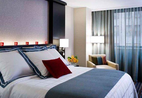 Фотография: Спальня в стиле Современный, Декор интерьера, Дома и квартиры, Городские места, Отель, Проект недели – фото на INMYROOM