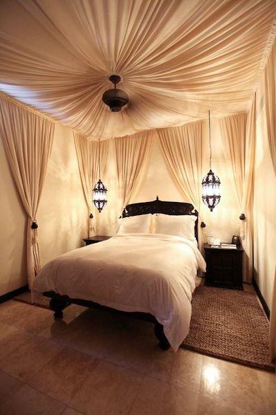 Фотография: Спальня в стиле Восточный, Интерьер комнат, Подушки, Ковер – фото на INMYROOM