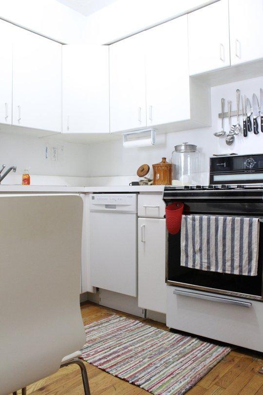 Фотография: Кухня и столовая в стиле Скандинавский, Современный, Интерьер комнат, Полки – фото на INMYROOM