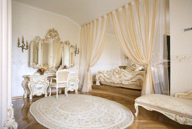 Фотография: Спальня в стиле Классический, Декор интерьера, Декор, Советы, Александр Гликман, дворцовый стиль в интерьере, как оформить интерьер в дворцовом стиле – фото на InMyRoom.ru