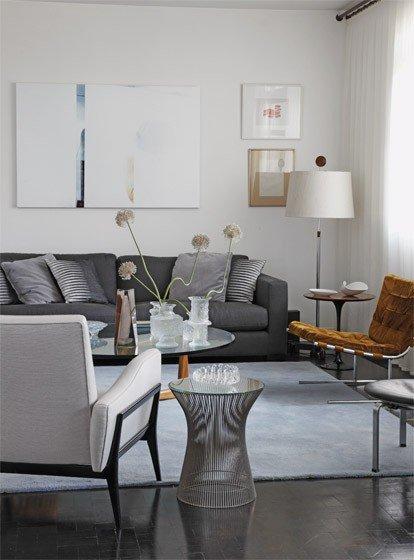 Фотография: Гостиная в стиле Хай-тек, Малогабаритная квартира, Интерьер комнат, Советы, Зеркала – фото на INMYROOM