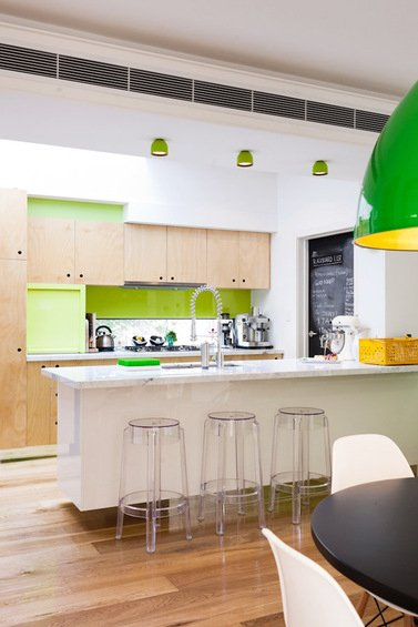 Фотография: Кухня и столовая в стиле Современный, Декор интерьера, Дом, Цвет в интерьере, Дома и квартиры, Стены – фото на INMYROOM
