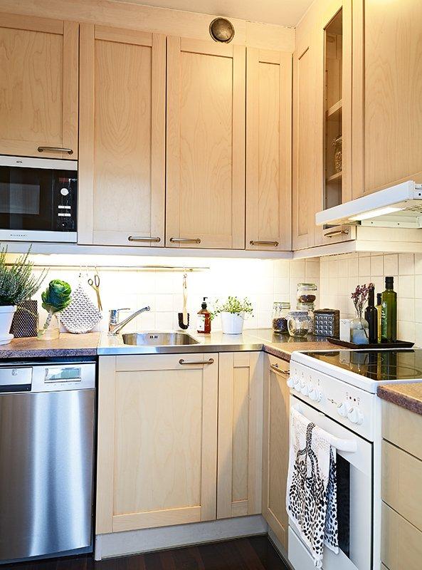 Фотография: Кухня и столовая в стиле Современный, Скандинавский, Декор интерьера, Малогабаритная квартира, Квартира, Швеция, Дома и квартиры – фото на INMYROOM