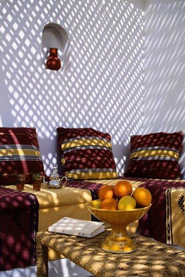 Фотография: Гостиная в стиле Восточный, Декор интерьера, Дом, Декор дома, Цвет в интерьере – фото на InMyRoom.ru