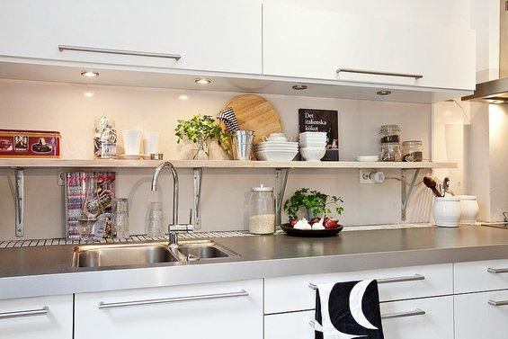 Фотография: Кухня и столовая в стиле Современный, Декор интерьера, Мебель и свет, Светильник – фото на InMyRoom.ru